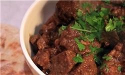 ذائقه آتشین آبادانیها به دل میهمانان نوروزی چسبید/ بازار داغ غذاهای محلی آبادان