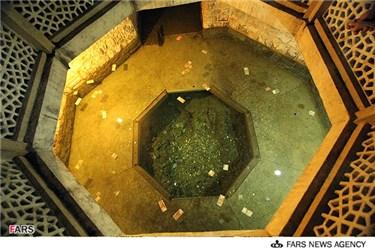حوضچه آب در آرامگاه سعدی شیرازی