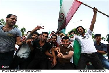 جشن و شادی مردم پس از پیروزی تیم ملی فوتبال ایران مقابل کره جنوبی در شیراز