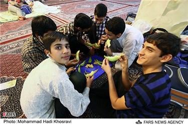 افطار دانش آموزان معتکف شیرازی