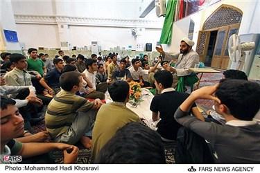 اعتکاف دانش آموزان شیرازی در مسجد حرم علی ابن حمزه