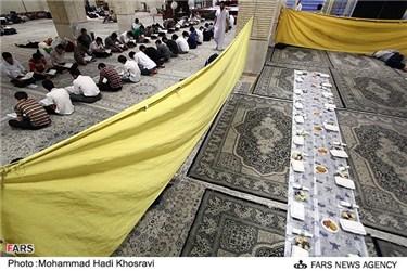 سفره افطار دانش آموزان شیرازی