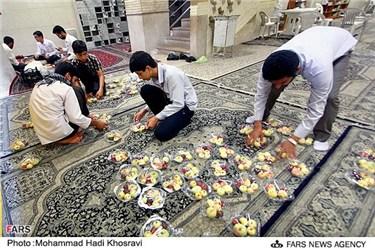 تهیه افطاری برای دانش آموزان شیرازی