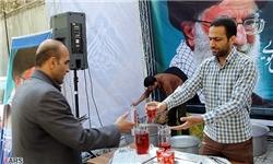 ایستگاههای صلواتی در خرمشهر برپا شد / محوطه مسجد جامع مملو از جمعیت