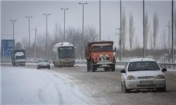 ترافیک روان در محورهای مازندران / جادهها لغزنده است