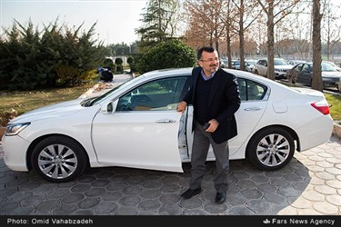 محمدرضا داورزنی رئیس فدراسیون والیبال  هنگام ورود به هتل آکادمی فوتبال