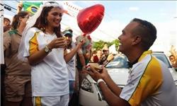 خواستگاری در زمان حمل مشعل المپیک ریو! + تصاویر