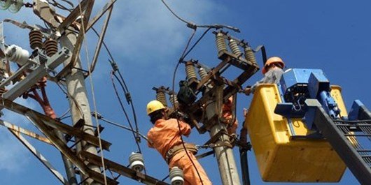 مشترکان صنعتی و کشاورزی تشویقی میگیرند/ راهی جز مدیریت مصرف برق نداریم