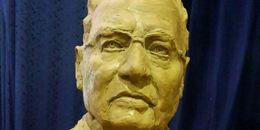 سردیس زبانشناس معاصر و چهره ماندگار ایرانی رونمایی شد