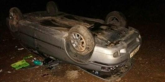 واژگونی خودروی سمند در اتوبان نطنز به کاشان 8 نفر را راهی بیمارستان کرد+تصاویر
