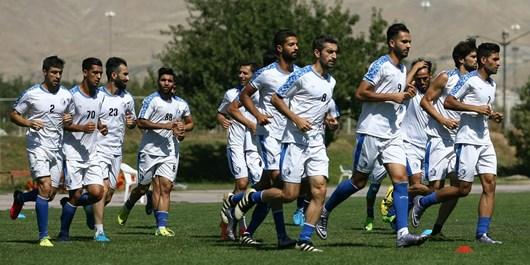 حضور مصدومان با لباس شخصی و گفتوگوی منصوریان با بازیکنان