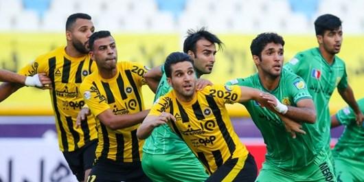 اختلاف نظر هواداران سپاهان و ماندن هواداران آبادانی در ورزشگاه