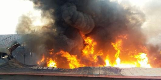آخرین جزئیات آتشسوزی در کارخانه تولیدی رنگ در شهرک سرمایهگذاری خارجی تبریز/8 مصدوم آتشسوزی/ 4 آتشنشان مصدوم شدند