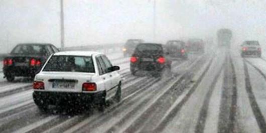 سیراب شدن مناطق کویری با برف و باران/ جادهها لغزنده است