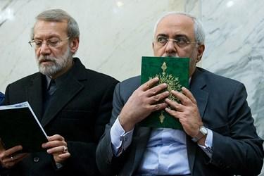 محمدجواد ظریف و علی لاریجانی در مراسم بزرگداشت جانباختگان نفتکش سانچی