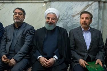 از راست: محمود واعظی، حسن روحانی و عبدالرضا رحمانی فضلی در مراسم بزرگداشت جانباختگان نفتکش سانچی