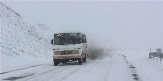 اسکان اضطراری ۶۶۰۰ نفر/ گرفتاری ۱۰۰۰خودرو در برف