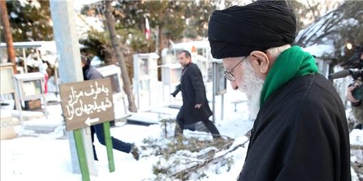 رهبر انقلاب اسلامی در مرقد امام راحل و گلزار شهدا حضور یافتند
