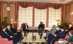 رایزنی ظریف و نخستوزیر پاکستان درباره خط لوله صلح/ مذاکرات فنی وزارتخانههای نفت 2 کشور