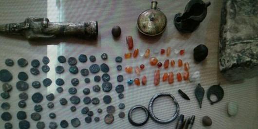 کشف محموله شیء تاریخی و سکه مربوط به دوره اسلامی در شاهرود