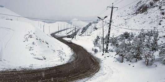 بارش برف در گردنه چری/بارشها تا ظهر فردا ادامه دارد