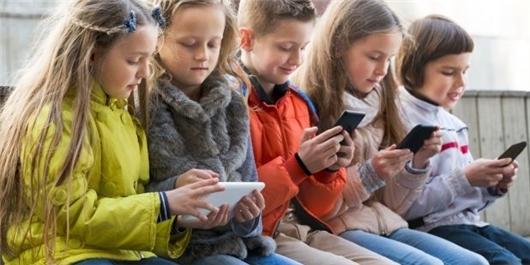 وقتی دانشآموزان انگلیسی از سالمندان هم تنها تر هستند/ اعتیاد 2 میلیون نوجوان به فضای مجازی