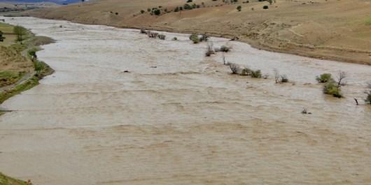 لزوم احداث سد و سیلبند جهت مهار آبهای سطحی در بخش احمدی