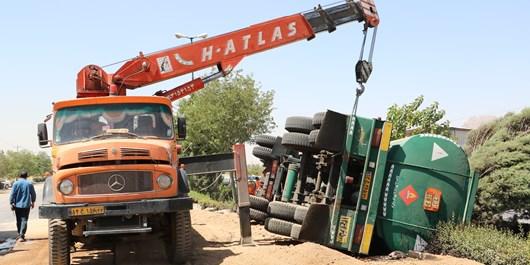 لزوم مدیریت واژگونی تانکرهای حمل سوخت / خودروهای سنگین در لالجین حادثه میآفرینند