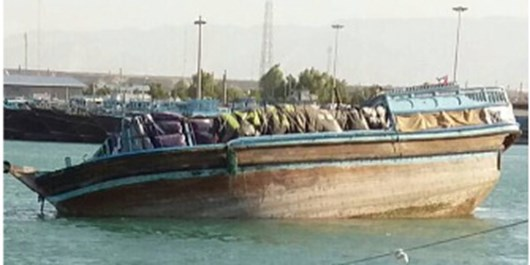 غرق شدن لنج باری و نجات یافتن 10 ملوان در آبهای دریای عمان