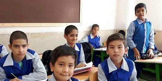 سلام 1100 مدرسه سمنان به آیندهسازان ایران/ سؤال اقتصادی آقای استاندار از دانشآموزان