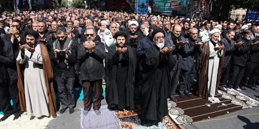 اقامه نماز عشق در ظهر عاشورای حسینی  در نخستین پایتخت تشیع+ تصاویر