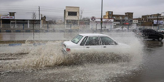 تلاش بیوقفه و شبانهروزی 42 اکیپ راهداری در پی بارندگی و سیل اخیر در محورهای گیلان