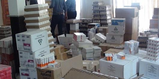 کشف 11 میلیارد ریال انواع دارو در یک منزل مسکونی در عجبشیر+ عکس