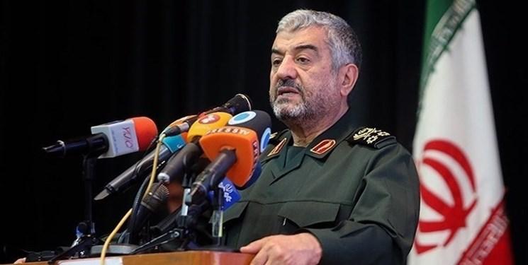 سرلشکر جعفری: بنیصدر حین جنگ میخواست مذاکره کند، امام(ره) گفت: حرفش را هم نزن
