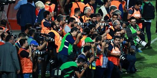 کمترین انتظار عکاسان ورزشی عذرخواهی بود نه تکذیب!/دوربینهایمان را بر زمین میگذاریم