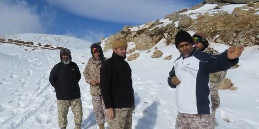پاسداری از مرزها در برف و سرمای استخوان سوز در ارتفاع3 هزار متری /عشق به وطن سختی نمی شناسد+ عکس و فیلم