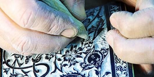سنگتراشی و قلمزنی روی سنگ سابقهای دیرینه در خراسان رضوی دارد/ نبود حمایت جدی از هنرمندان توسط مسؤولان؛ مشکل قدیمی هنرمندان استان