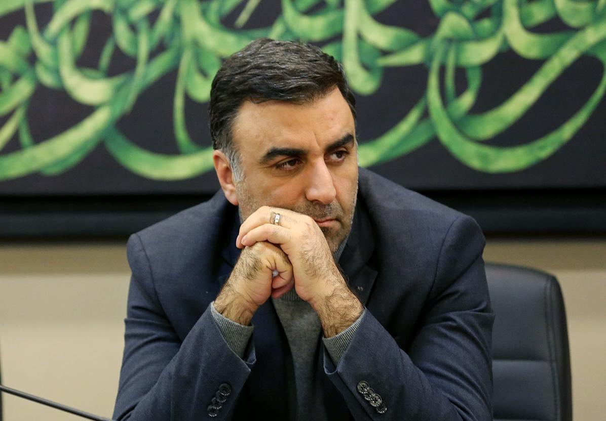 ابراهیم داروغهزاده دبیر سه دوره اخیر جشنواره فیلم فجر معتقد است: اگر تعداد مشترکین VODها (سامانههای اینترنتی پخش فیلم) را به حداقل ۵ میلیون مشترک برسد، بسیاری از مشکلات اقتصادی سینما و اکران حل خواهد شد.