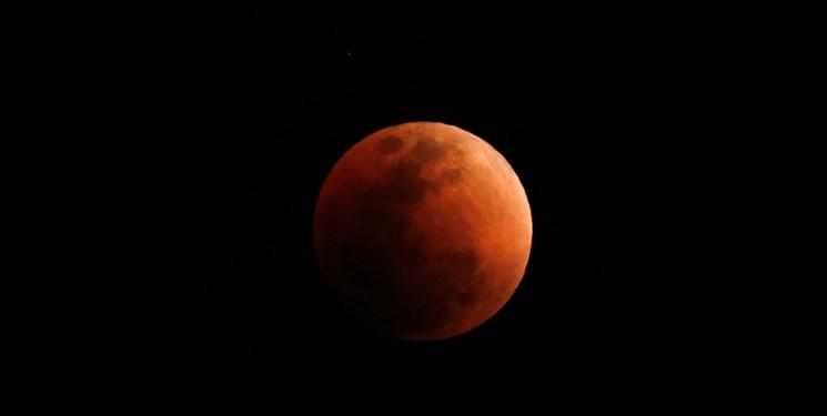 ساعت 7:4 دقیقه صبح شاهد آخرین ماهگرفتگی کامل تا سال 1400 باشید