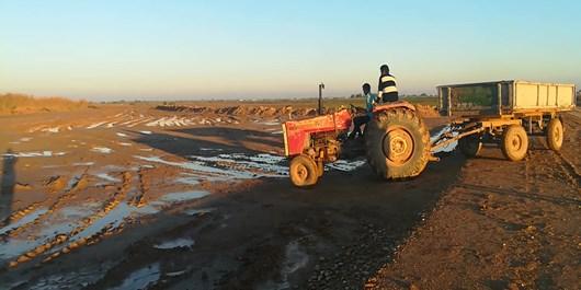 فیلم/ روستاییانی که تنها با تراکتور جابهجا میشوند!
