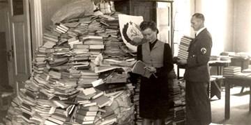 کتابهای غارت شده توسط نازیها هنوز در قفسههای کتابخانههای آلمان