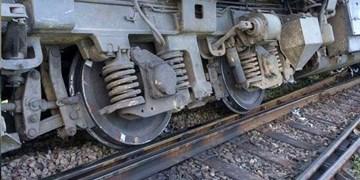 خروج از خط لکوموتیو در ایستگاه تنگهفت راهآهن زاگرس/ خط ریلی جنوب باز شد
