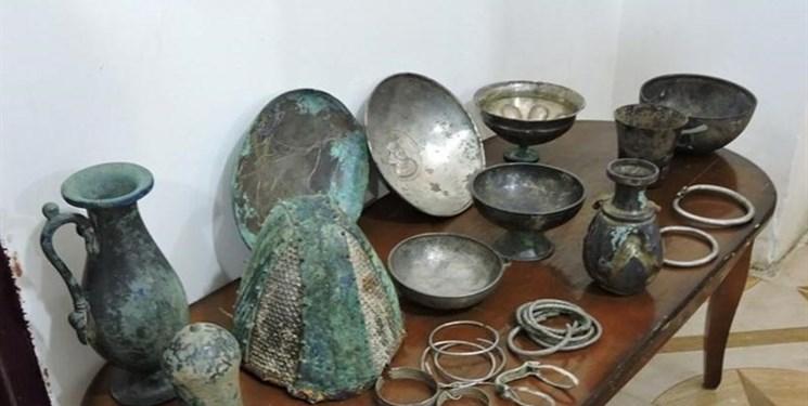 کشف اشیاء باستانی از قاچاقچیان اشیاء عتیقه
