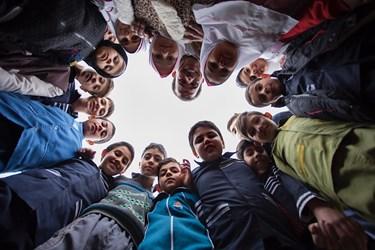 معلم شاد و سرزنده باعث شادی و سرزندگی دانشآموزان میشود