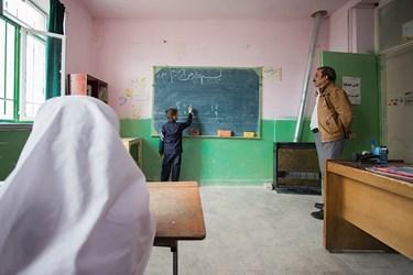 مدرسهای متفاوت با معلمی متفاوت در خمین