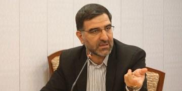 کاندیدایی که عکس فرد مطرود امام را بالای سر نصب میکند به رد صلاحیتش معترض نباشد