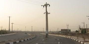 فارس من| ستونهای برق در مسیرهای فراوانی از معابر شهری قوچان جابهجا شده است