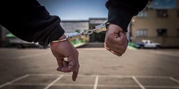 دستبند پلیس بر دستان هنجار شکنان تفرجگاه بند