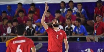 اکبری در بین 5 بازیکن برتر جهان / تمجید فدراسیون جهانی ساحلی  از فوتبالیست اصفهانی