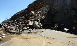 ریزش سنگ و سیلاب هراز را مسدود کرد/ احتمال رانش زمین در محورهای کوهستانی